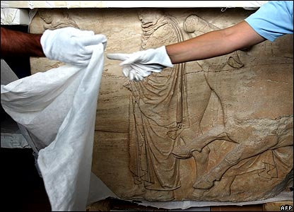 Crate containing Parthenon frieze section being opened
