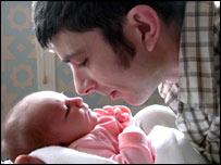 Padre con su beb�