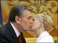 Ukrainian President Viktor Yushchenko (left) embraces Yulia Tymoshenko on 15 October