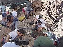 Imagen de las primeras excavaciones en la Patagonia en 2000 (foto de archivo)