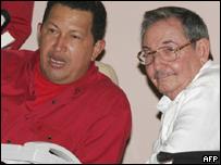 Presidente de Venezuela, Hugo Chávez, y presidente interino de Cuba, Raúl Castro