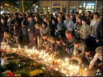 People light candles in Skopje on 16 October 2007