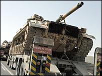Turkish tanks head for the Iraqi border