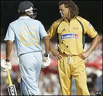 Andrew Symonds (right)