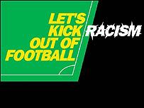"""Afiche de la campaña """"Let's Kick Racism Out of Football"""" (Vamos a sacar el racismo del fútbol)"""