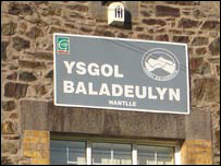 Baladeulyn school sign