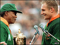 File: South Africa's president Nelson Mandela presents captain Francois Pienaar with the Rugby World Cup in 1995 (Photo: Jean-Pierre Muller/AFP/Getty Images)
