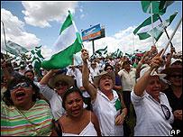Manifestantes en el aeropuerto de Viru Viru