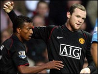 Man Utd's Wayne Rooney celebrates his goal with Nani