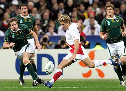 Jonny Wilkinson misses an attempted drop goal