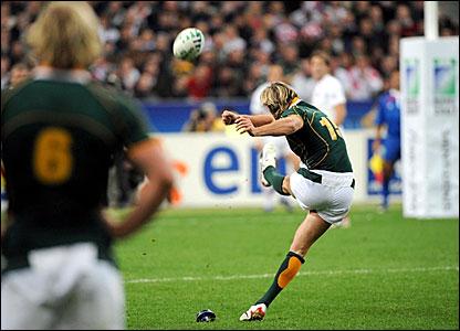 Percy Montgomery kicks a penalty