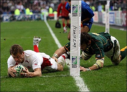 England's Mark Cueto touches down