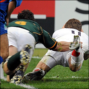 Mark Cueto's left foot touches the whitewash before he touches the ball down