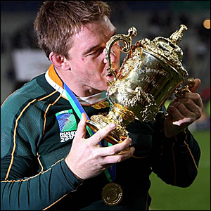 John Smith kisses the trophy
