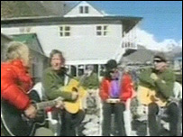 Mike Peters and friends (pic: Everest Rocks website)