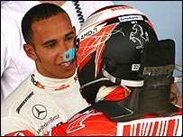 Lewis Hamilton congratulates Kimi Raikkonen on winning the F1 world title