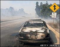 سيارة محترقة في ماليبو