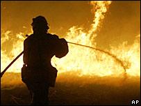 رجل اطفاء في كاليفورنيا