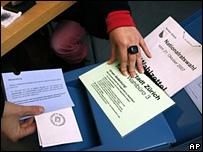 Papeletas de votación del referendo suizo