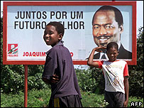 Poster of Chissano before 1999 elections
