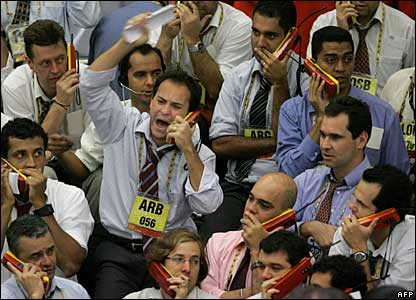 Brazilian stock traders in Sao Paolo, 22 October 2007