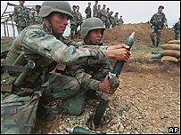 Soldados colombianos pertenecientes a un nuevo batallón anti narcóticos