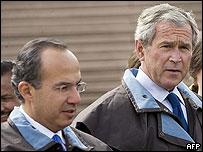 Felipe Calder�n y George W. Bush.