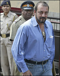 Sanjay Dutt at a Mumbai court (file pic)