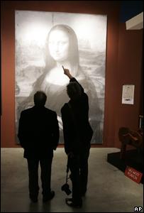 El ingeniero franc�s, Pascal Cotte, a la izquierda,  explicando los resultados de su trabajo sobre la Mona Lisa.