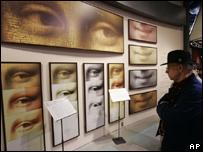 El trabajo de Pascal Cotte sobre la Mona Lisa se exhibe en el Metreon de San Francisco, Estados Unidos