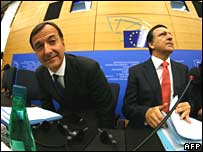 Franco Frattini (L) and European Commission President Jose Manuel Barroso in Strasbourg, France, on 23 October 2007
