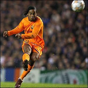Barcelona's Ronaldinho fires in a free-kick