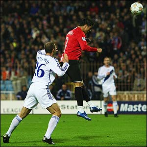 Cristiano Ronaldo heads home a Ryan Giggs cross
