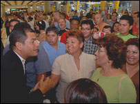 Presidente Correa se reúne con migrantes ecuatorianos en España (foto archivo, cortesía de la presidencia de Ecuador)
