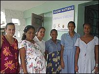 Mujeres en un hogar materno. Foto: Raquel Pérez