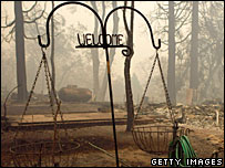 A house destroyed by fires in Fredalba, California (24/10/07)