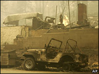 A burned-out house and car in California, 24 Oct 2007