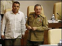 Felipe Pérez y Raúl Castro (foto de archivo)