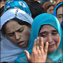 Kashmiri women grieve