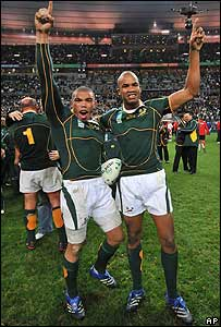 Bryan Habana (L) and J.P. Pietersen celebrate after the Springboks' victory
