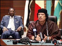 Chadian President Idriss Deby (left) and Libyan President Muammar Gaddafi  at talks