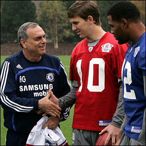 Avram Grant shakes hands with Eli Manning