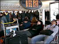 إير فرانس تعتذر لركابها _44202542_airport_ap203b.jpg