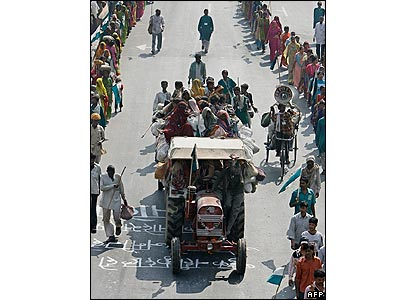 A lorry carrying landless Indian peasants arrives in Delhi 28/10/07