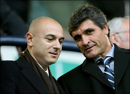 Spurs chairman Daniel Levy chats to the club's newly appointed manager Juande Ramos