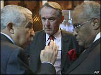 From right: AU Darfur envoy Salim Ahmed Salim, UN Darfur envoy Jan Eliasson and Libyan minister of African Integration Ali Triki - 28/10/2007