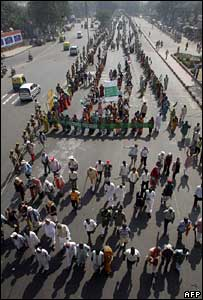 Indian landless protesters arrive in the capital Delhi