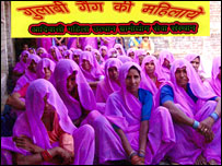 Members of the 'gulabi gang'