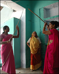 'Gulabi gang' members learning to fight with sticks (Pic: Soutik Biswas)