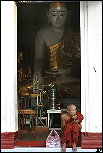 Monje budista de Birmania / Foto de archivo